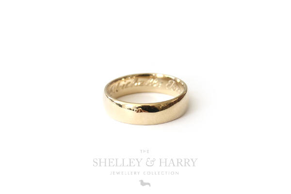 Shelley-and-Harry-mens-gold-wedding-band