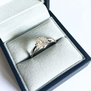 4-Claw-Diamond-Engagement-Ring-Platinum