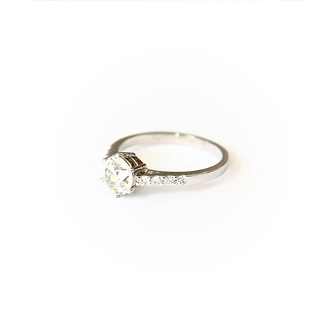 6-claw-diamond-engagement-ring