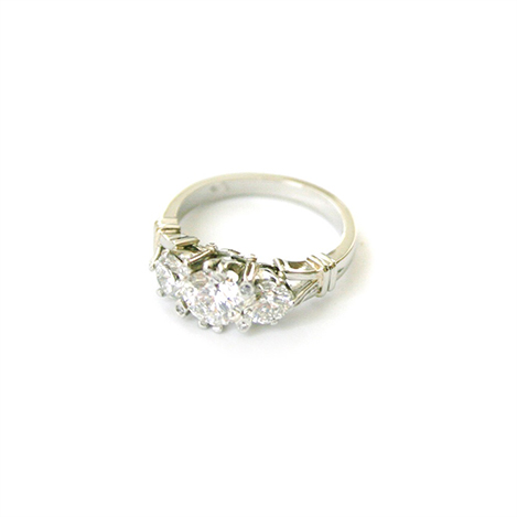 Antique-Style-Engagement-Ring-Platinum