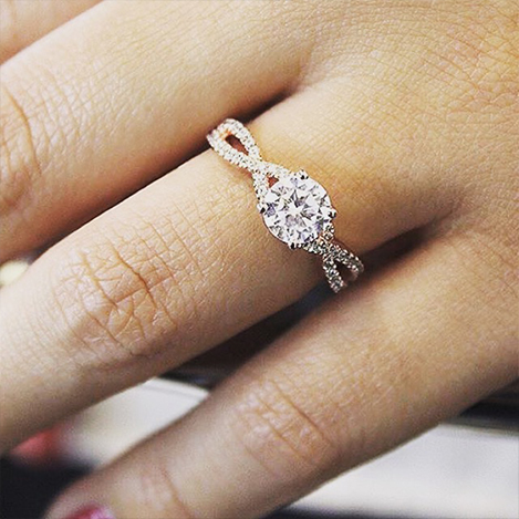 Diamond-Ring-with-Twisted-Band-Rose-Gold