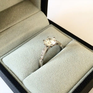 Diamond-engagement-ring-with-tapered-band