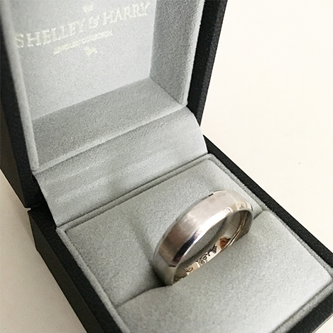 Engraved-Mens-Wedding-Band-Platinum