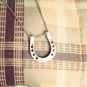Horseshoe-necklace-silver