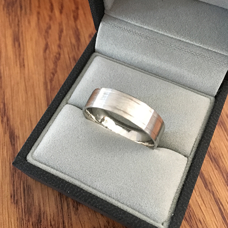 Mens-Ring-with-Engraved-Lines-Platinum