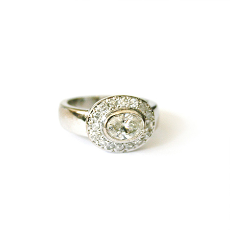 Oval-Diamond-Engagement-Ring-Platinum