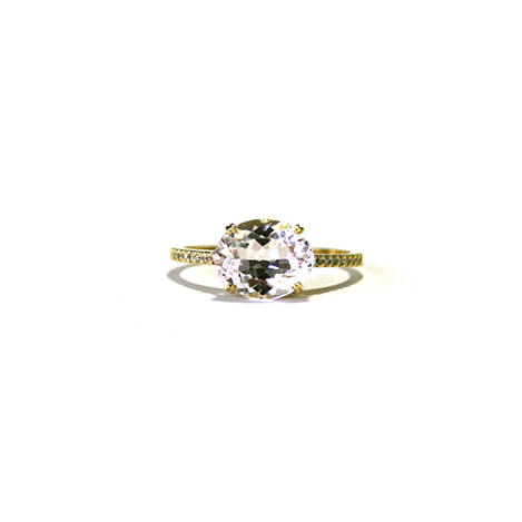 Oval-Morganite-and-Diamond-Engagement-Ring-Yellow-Gold