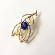Tanzanite-Diamond-Leaf-Pendant-Gold-02