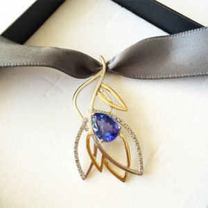 Tanzanite-Diamond-Leaf-Pendant-Gold