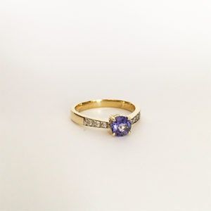 Tanzanite-and-diamond-ring