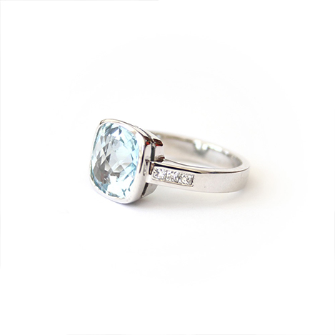 Topaz-and-Diamond-Ring-White-Gold