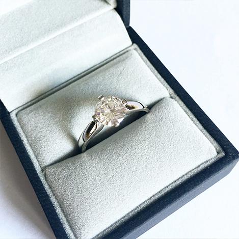4-Claw-Diamond-Engagement-Ring-Platinum