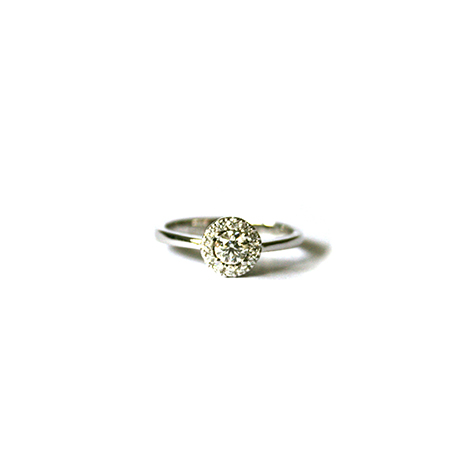 Diamond-Engagement-Ring-with-Round-Halo