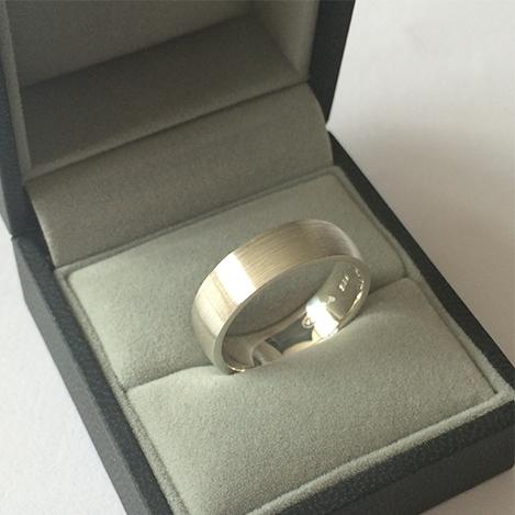 Mens-Wedding-Band-Matt-Platinum