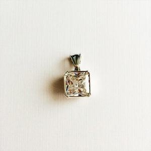 Princess-cut-diamond-necklace