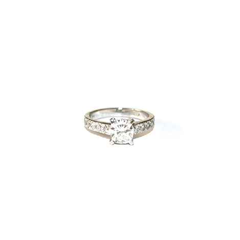 Solitaire-Diamond-Engagement-Ring-with-Diamond-Band