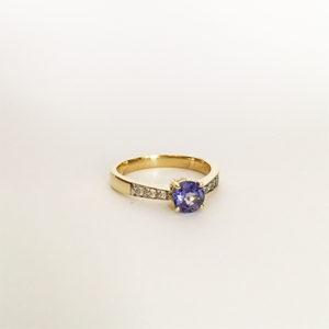 Tanzanite-and-diamond-ring