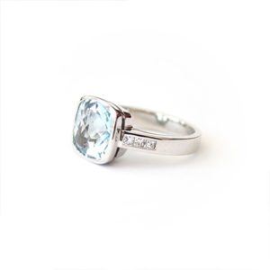 Topaz-and-Diamond-Ring-White-Gold